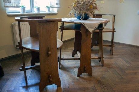 Меблі, зроблені за ескізами художниці в Косові 1907 році в стилі гуцульської сецесії.