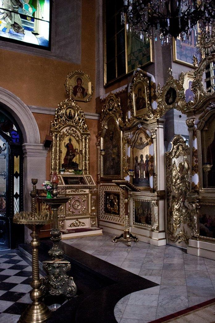 Мощі святого великомученика Меркурія в Успенській церкві у Львові. Ікона роботи  Костя Марковича.