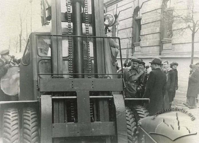 Перший автонавантажувач на листопадовій демонстрації
