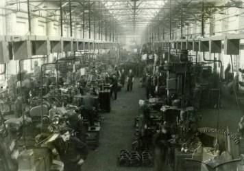 Львівський завод автонавантажувачів. Виробничий процес на заводі, фото 1950 року
