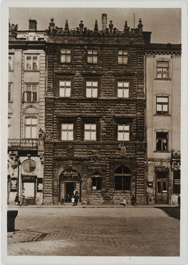 Чорна кам'яниця у Львові на площі Ринок. Фото А. Ленкевич, 1938 рік