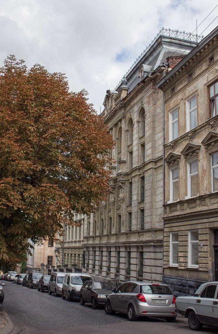 Наукова бібліотека Львівського національного університету імені Івана Франка, фасад головного корпусу, фото 2015 року