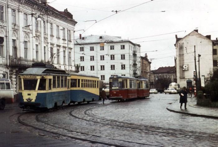 Львів, трамваї на площі Радянській (сучасна площа Митна), фото 1970 року