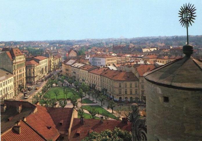 Львів, вигляд на площу Соборну з дзвіниці церкви Андрія, фото 1989 року