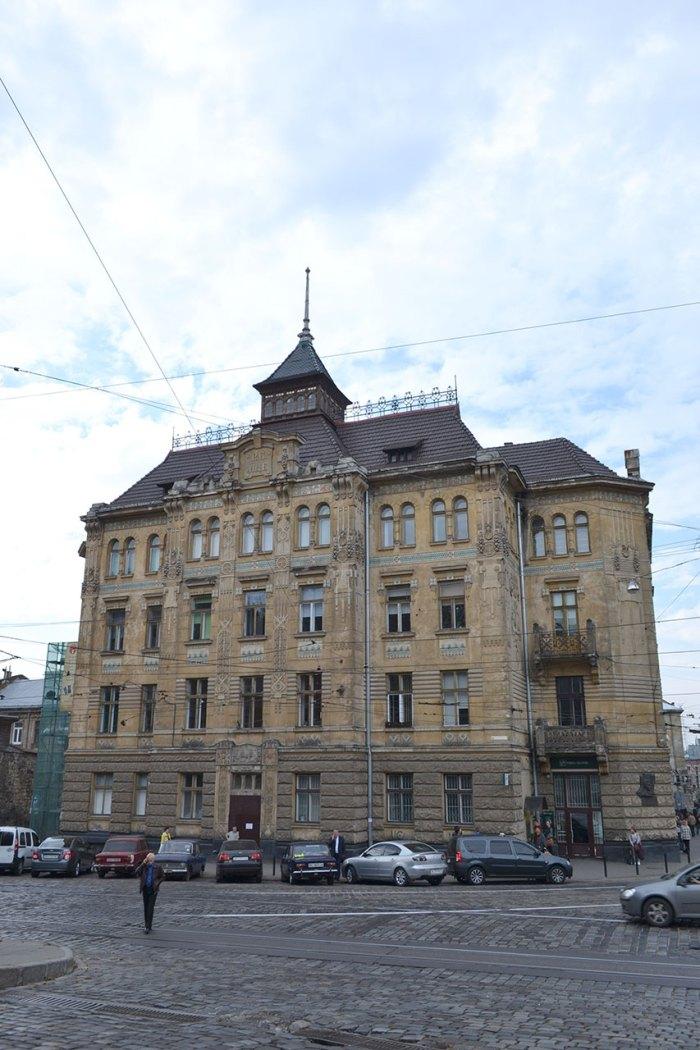 Будинок товариства Дністер. Загальний вигляд з вул. Підвальної, фото 2015 року.