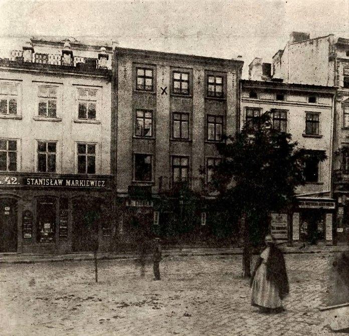 Кам'яниця д-ра Бікелеса під ном. 43 на львівському Ринку, в якій приховувалось лупанарій Марціхової, фото 1904 року