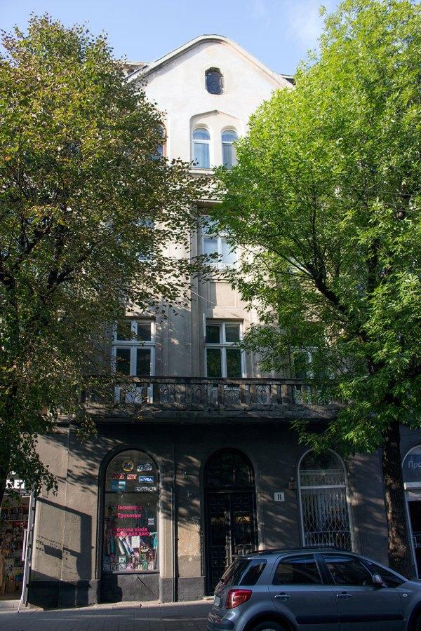 Сучасний будинок на вул. Пекарській, 11