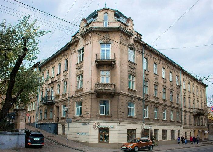 Вулиця Ольги Кобилянської.Вигляд з вулиці Івана Франка, фото 2015 року