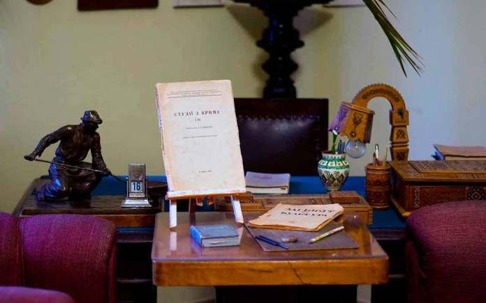 Експозиція Літературно-меморіального музею-квартири Павла Тичини в Києві