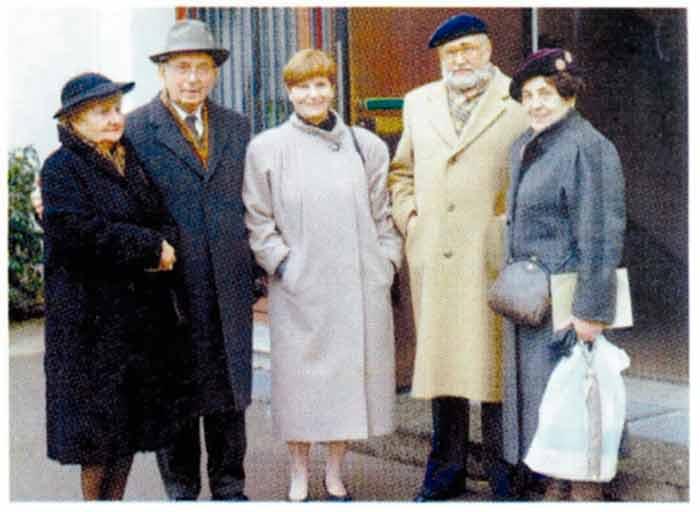 Зліва направо: Ніна Самокіш, Зиновій Марцюк, Ірина Козак, д-р Анатоль Камінський, Ліда Марцюк. Мюнхен, 1992 рік. Фото: www.istpravda.com.ua