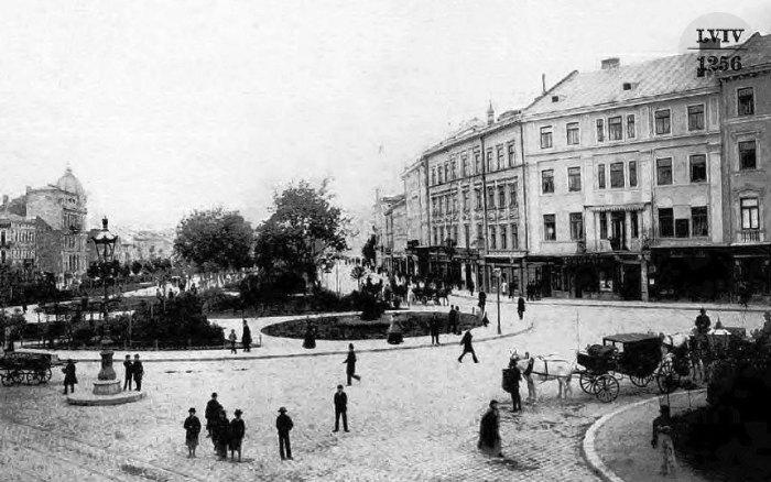 Майбутнє нове місце розташування фонтану з Матір'ю Божою. Фото 1891-1892 рр.