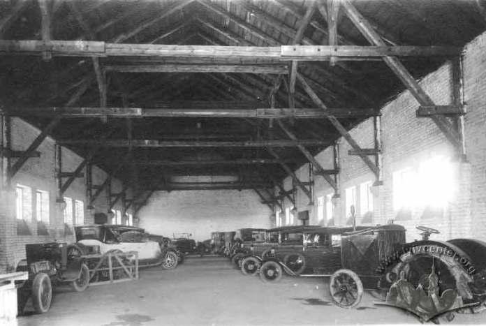 Гараж Міського закладу очищення міста Львова. Фото 1900-1914 рр.