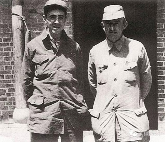 Якоб Розенфельд (справа) (фото з сайту pstatp.com)