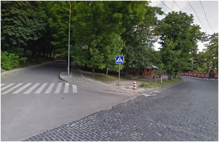 Приблизно на цьому місці стояв будинок ката. Ріг вулиць Золотої та Клепарівської. Сучасний вигляд.