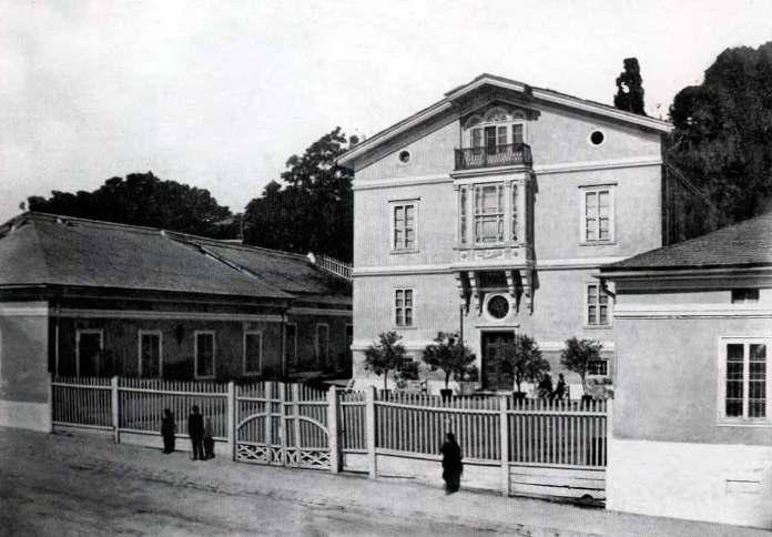 Первісний вигляд палацу Бєльських у Львові на вулиці Коперника. Фото 1860-1871 рр.