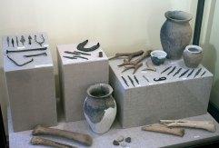 Експозиція виставки «Між 'Новою' і Старою Європою: пограниччя культури лійчастого посуду та Трипілля в другій половині IV тис. до н. е.»