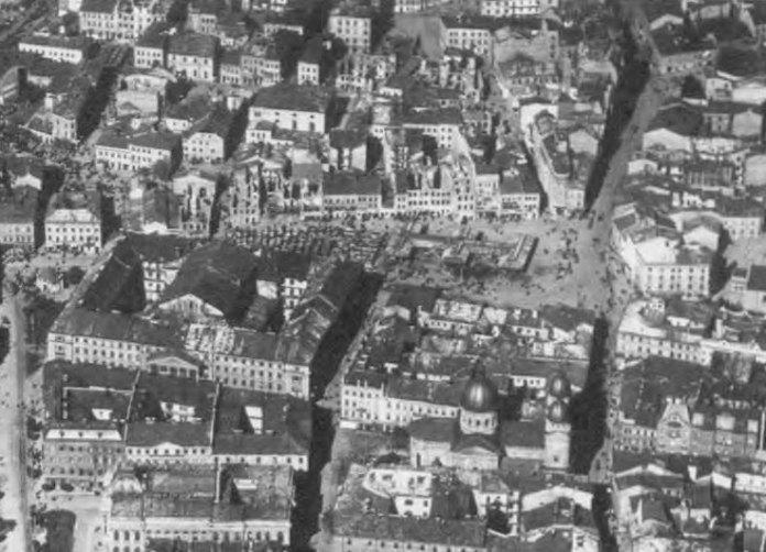 Вид зверху на площу Краківському (Я. Осмомисла). Фото 1928 року.