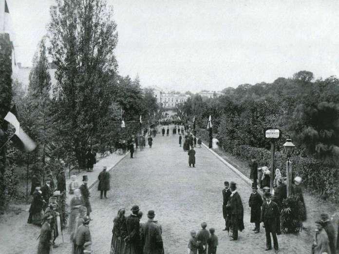 Відкриття вулиці Крашевського (Крушельницької). Одна із найдавніших світлин парку ім. Івана Франка. Фото 1879 року.
