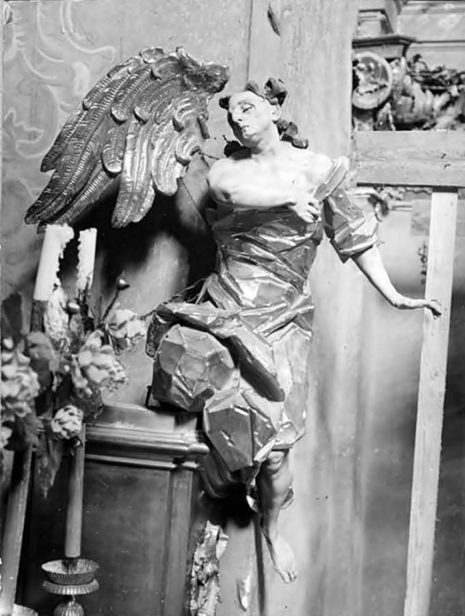 Й.Г. Пінзель. Фігура ангела з головного вівтаря Костелу Усіх Святих у Годовиці, фото до 1931 року