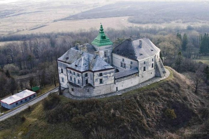 Олеський замок. Фото: bigtravel.in.ua