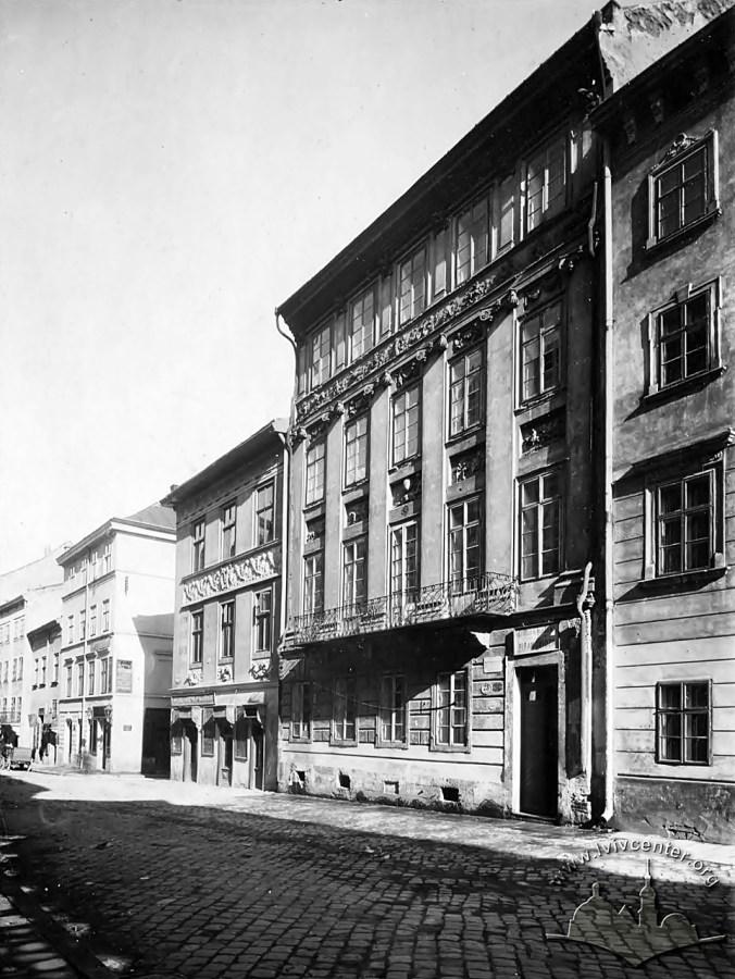 Будинок «Пір року» бл.1912р як школа ім. Пірамовича (фото власності І. Котлобулатова)
