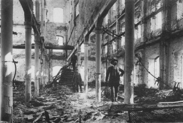 Знищений пасаж Міколяша. Фото 1941 року