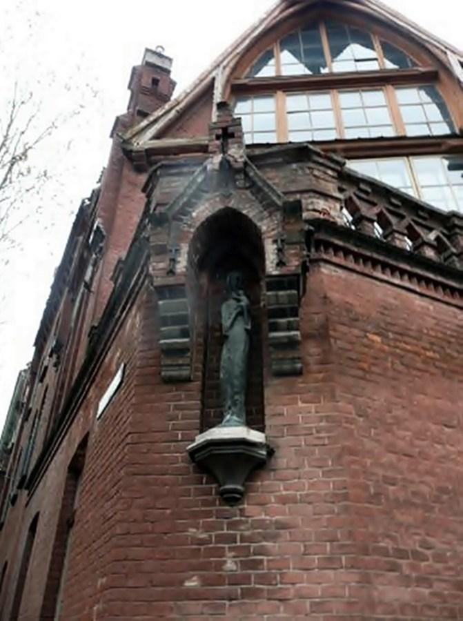 Будинок на розі вулиць Листопадового Чину, 11 та Олекси Новаківського