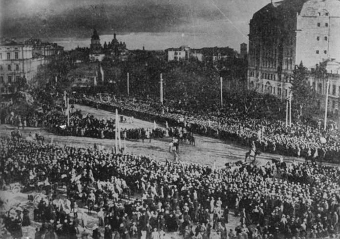 Мітинг з нагоди підписання Акту Злуки між ЗУНР та УНР в Києві. Фото 1919 року