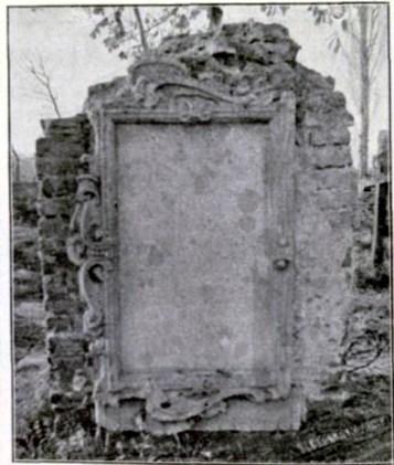 Надгробок Маріани Шван (вид зі сторони) на Городоцькому кладовищі у Львові. Фото 1908