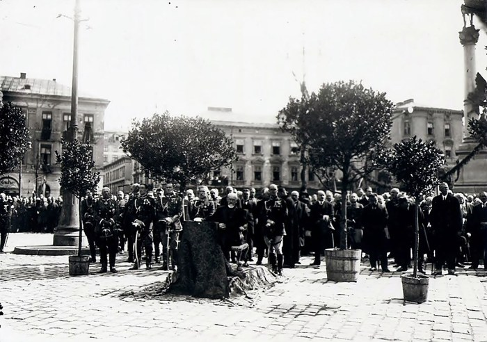 Президент С.Войцеховський приймає військовий парад у Львові на Марійській площі 6 вересня 1924 р.