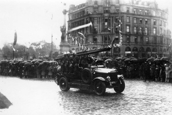Команда пожежників на параді у Львові, 1930-ті рр.