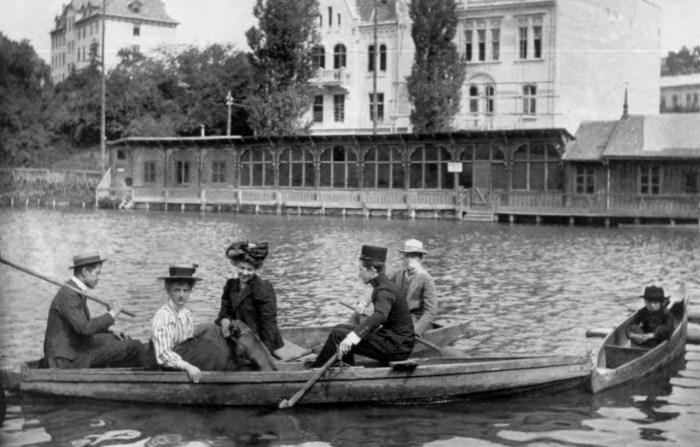 Прогулянка на човні на Панянському ставі. Фото 1910 року