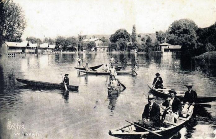 Прогулянки на човнах на ставі Світязь. Фото 20-30-х рр. XX ст.