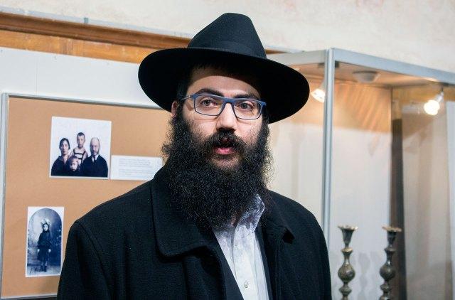 Син головного рабина України Асмун Йосиф Ицхак на відкритті виставки «Династія Медальє»