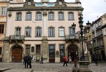 Площа Ринок 10 – книгарня НТШ, сьогодні тут працює відома львівська «Копальня кави»