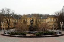 Пам'ятник доблесті лікарів під час війни