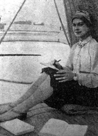 Софія Яблонська із пером у руці, початок 1930-х рр.