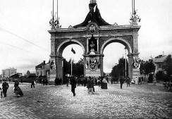 Тріумфальна арка на початку вул. Чернівецької. Фото 1894 року
