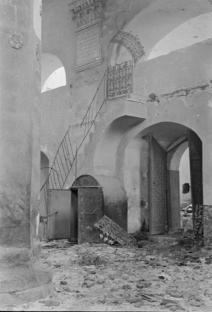Зруйнований інтер'єр Великої передміської синагоги. Фото 1941 року