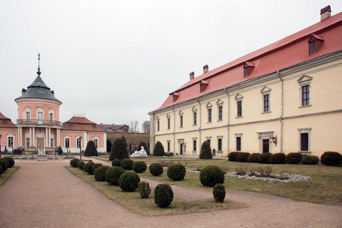 Подвір'я Золочівського замку