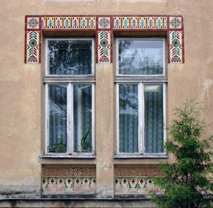 Оформлення вікон будинку колишньої дяківської бурси вул. П. Скарги, 2а (тепер Озаркевича, 2)