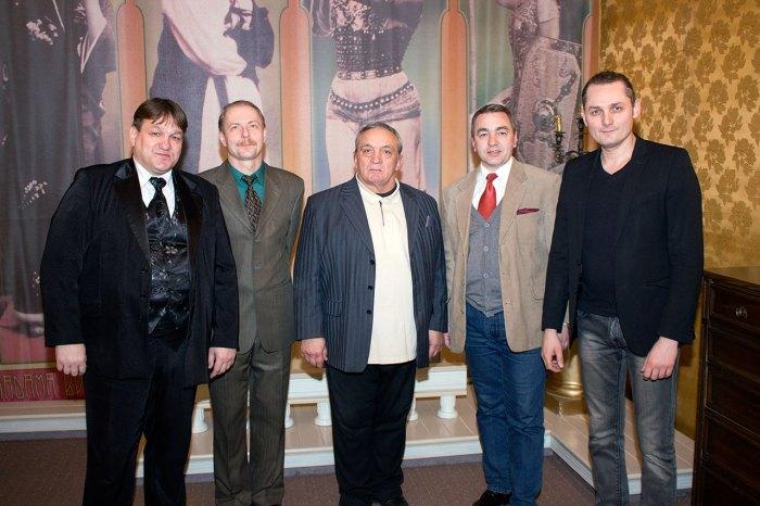На фото (зліва направо): Микола Блаженко, Володимир Чібісов, Анатолій Липник, Микола Швидків, Назар Савко