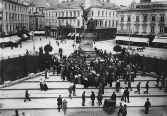 Марійська площа (пл. Міцкевича). Фото міжвоєнного періоду