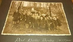Учні закладу Уршулянок Біля Матінки Божої в парку школи. Фото 1932-1939 рр.