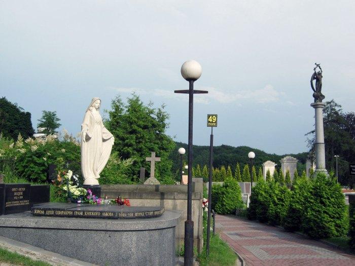 Могила Ореста-Нестора Мацюка на Личаківському кладовищі. Фото: Іван Олексин