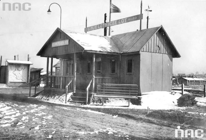 Будівля адміністрації Левандівського летовища. Фото 1929 року