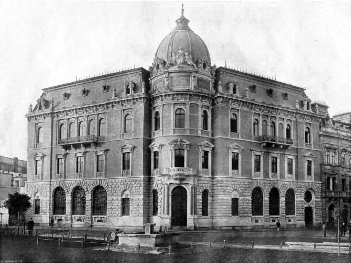 """Галицька ощадна каса, збудована на місці готелю """"Англійський"""". Фото 1890-х рр."""