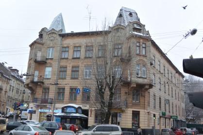 """Будівля, де містився колись пансіонат """"Затишшя"""" на вул. Франка. Сучасне фото"""