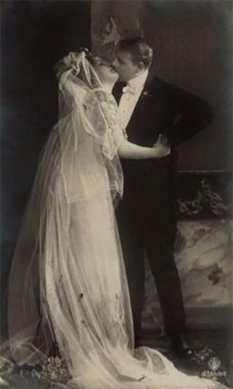 Шлюбна пара, між 1890–1920 рр. Джерело: https://polona.pl