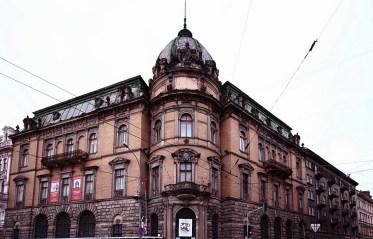 Теперішній вигляд Музею етнографії та художнього промислу (колишня Галицька ощадна каса)
